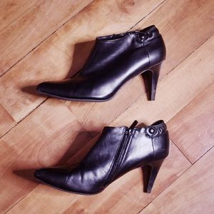 🎀 Impo Black Zip Up Heeled Bootie Heels 9.5 M